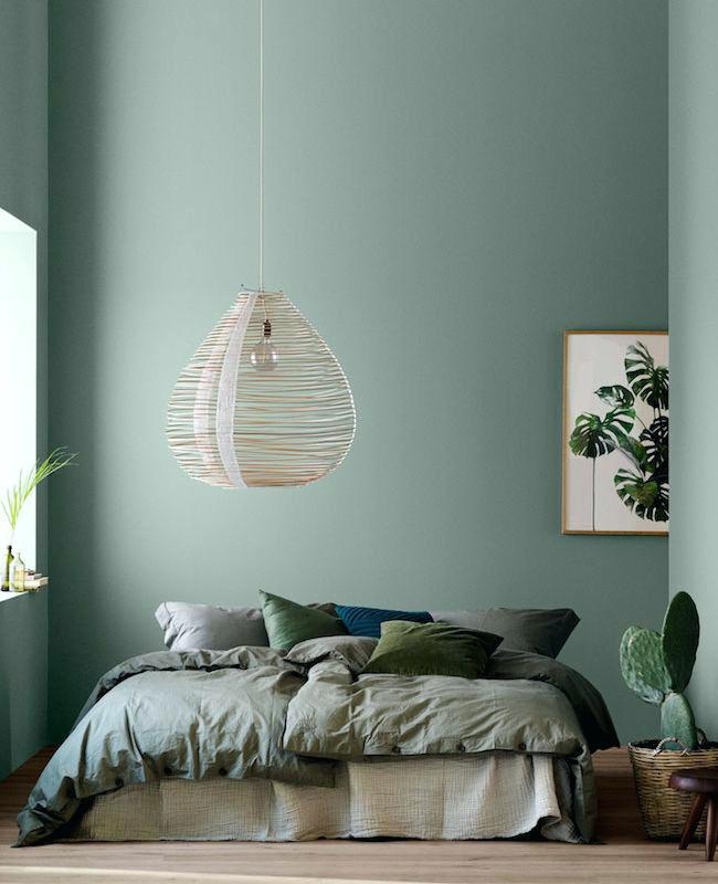 deco chambre linge de lit vert kaki mur céladon