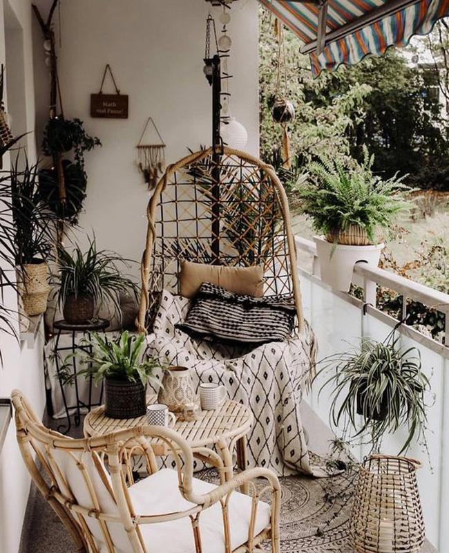 fauteuil rotin suspendu balcon boheme