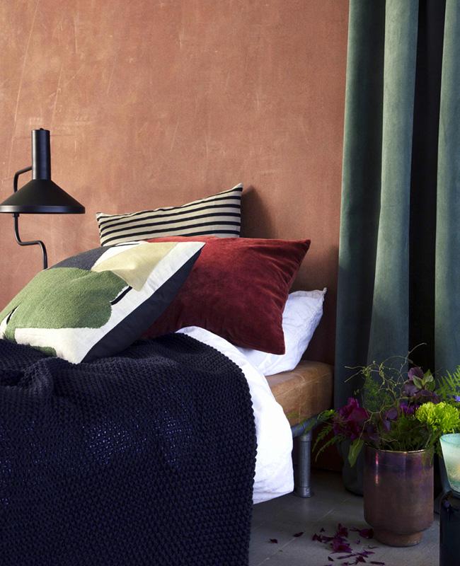 deco chambre mur terracotta rideau vert