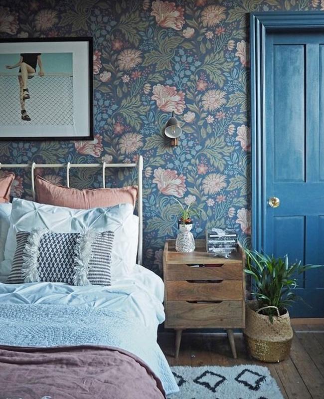 papier peint floral bleu chambre campagne