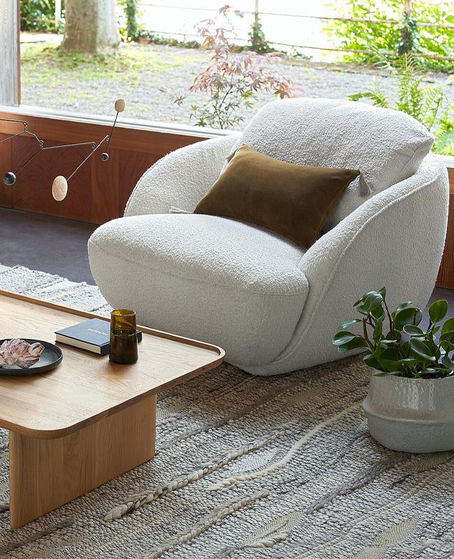 fauteuil scandinave boule bouclette