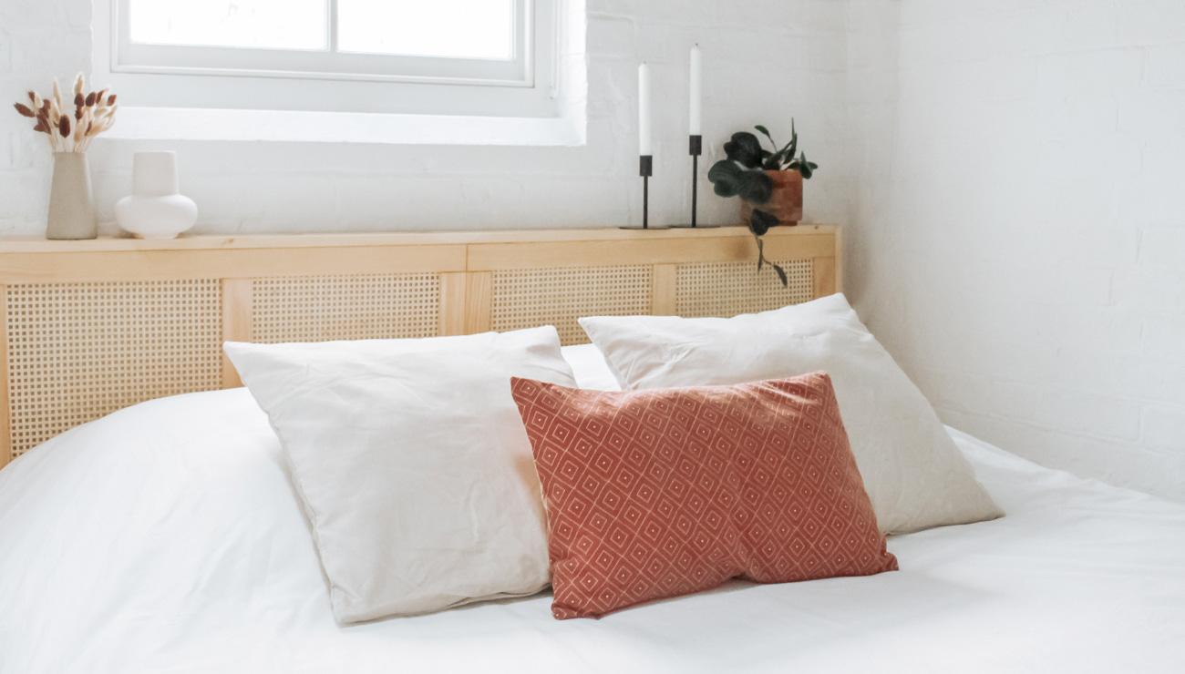Ikea Hack tete de lit cannage porte ivar