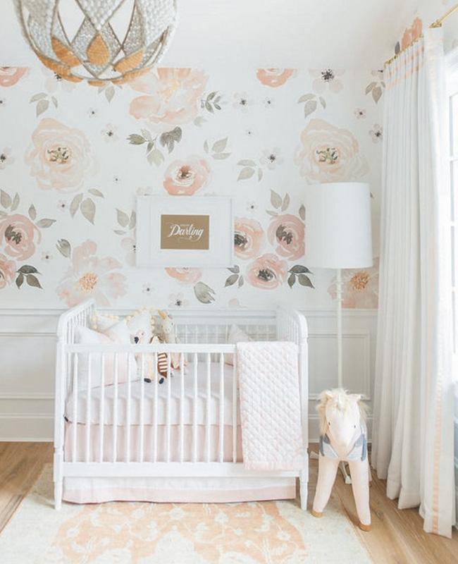 papier peint floral blanc rose deco chambre bebe