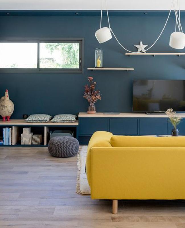 salon moderne bleu canard jaune moutarde