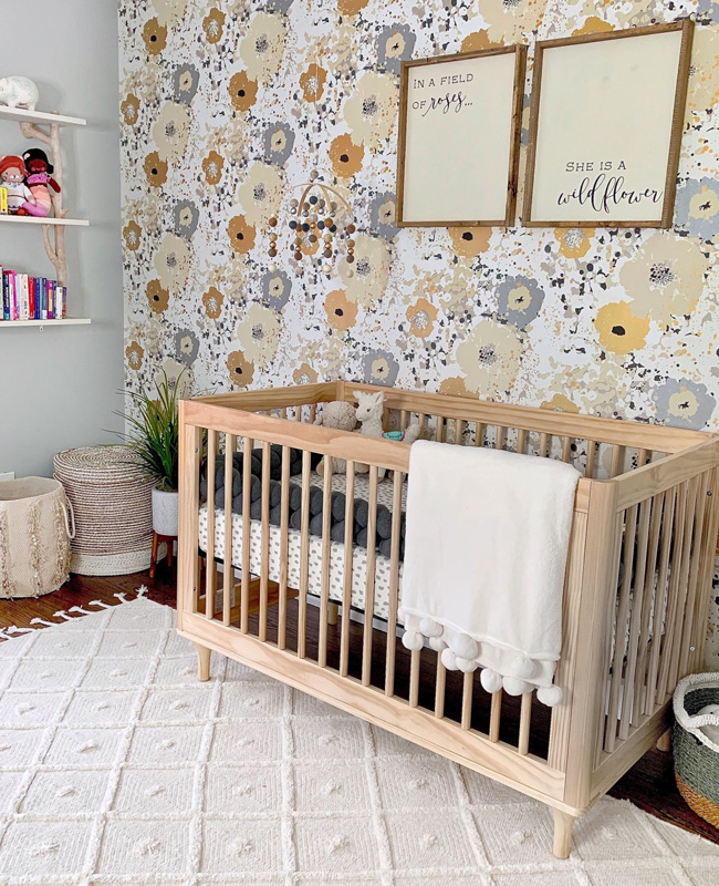 papier peint fleur chambre bébé jaune gris