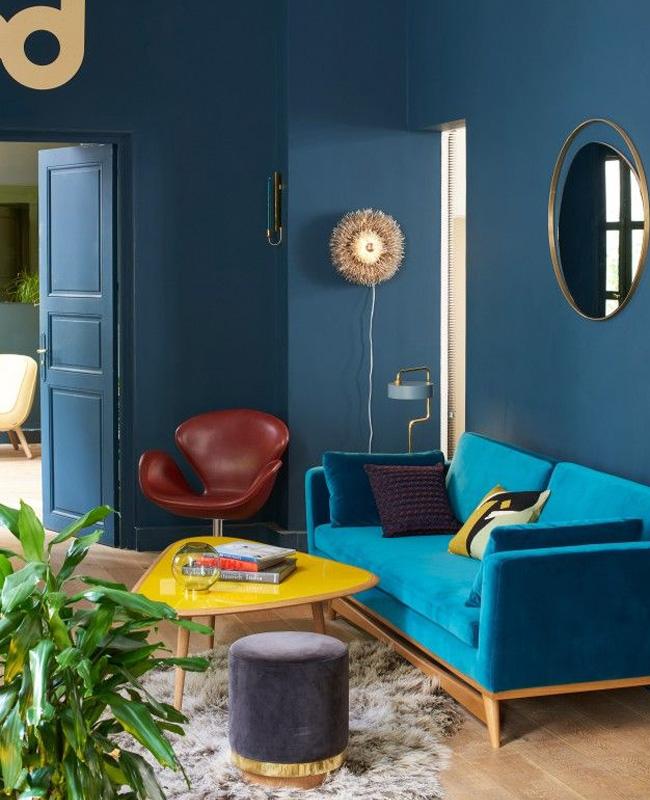 deco salon bleu canard jaune moutarde canape