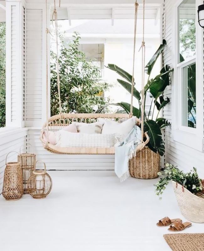 terrasse blanc banc rotin suspendu