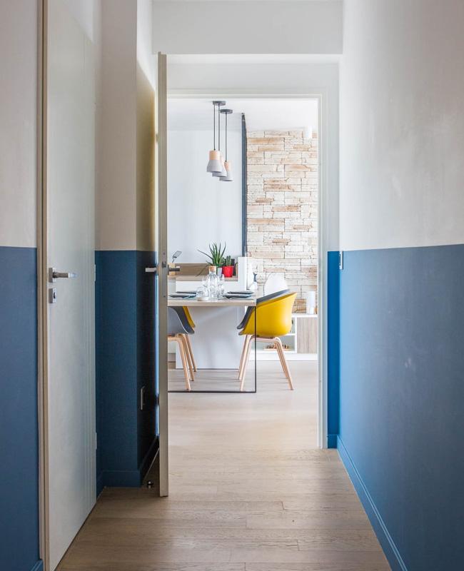 soubassement peinture bleu couloir