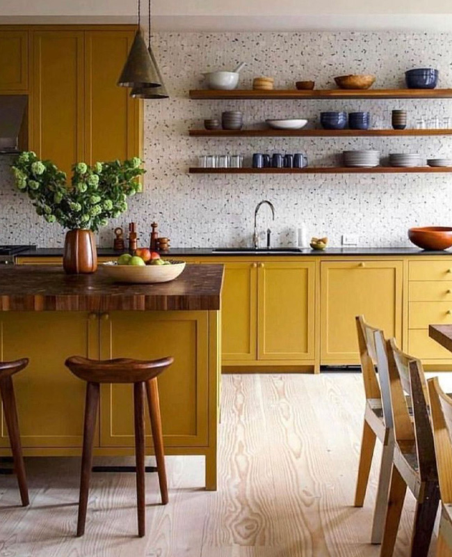 deco cuisine jaune moutarde terrazzo gris bois