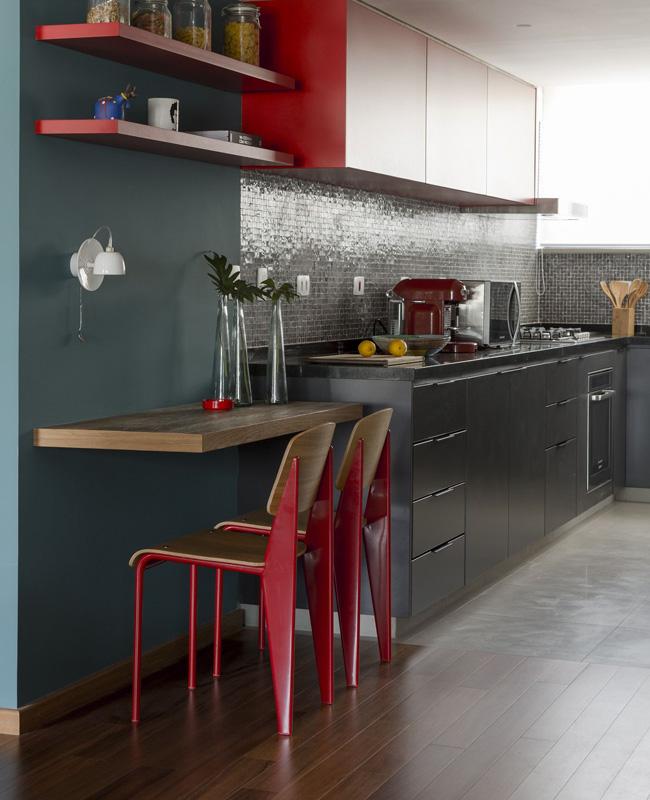 deco cuisine rouge bois bleu canard moderne