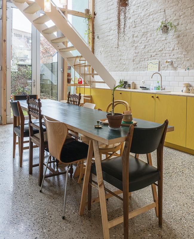 cuisine loft jaune moutarde terrazzo gris