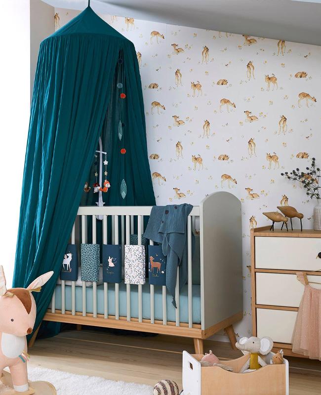 ciel de lit bleu canard deco chambre bebe