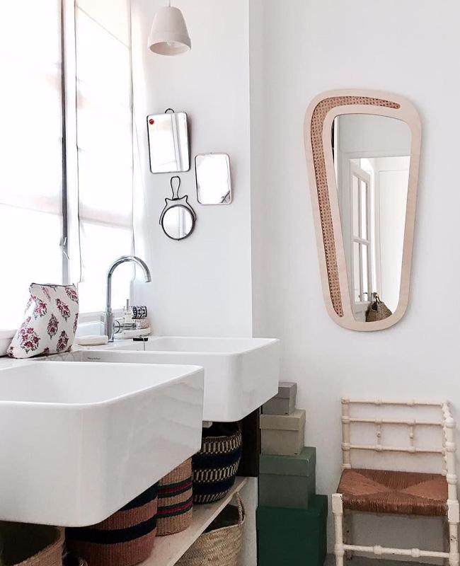 deco cannage salle de bain miroir