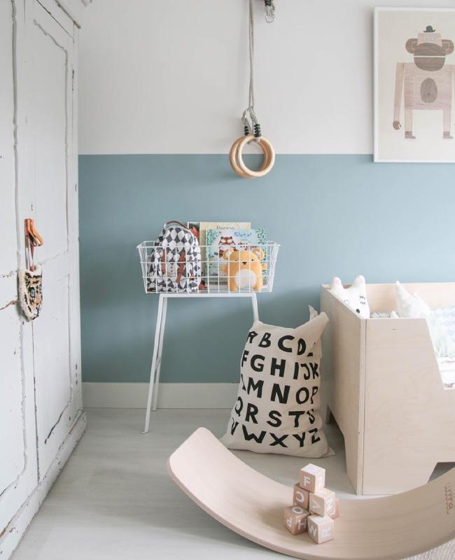 deco chambre bebe bleu bois clair