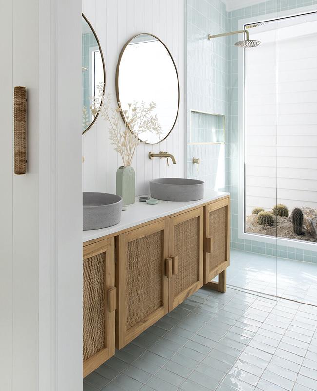 meuble cannage salle de bain