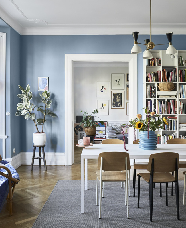 deco salle a manger scandinave mur bleu