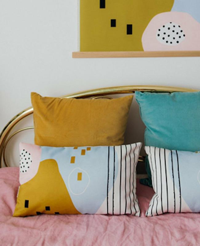 coussin motif moderne colore