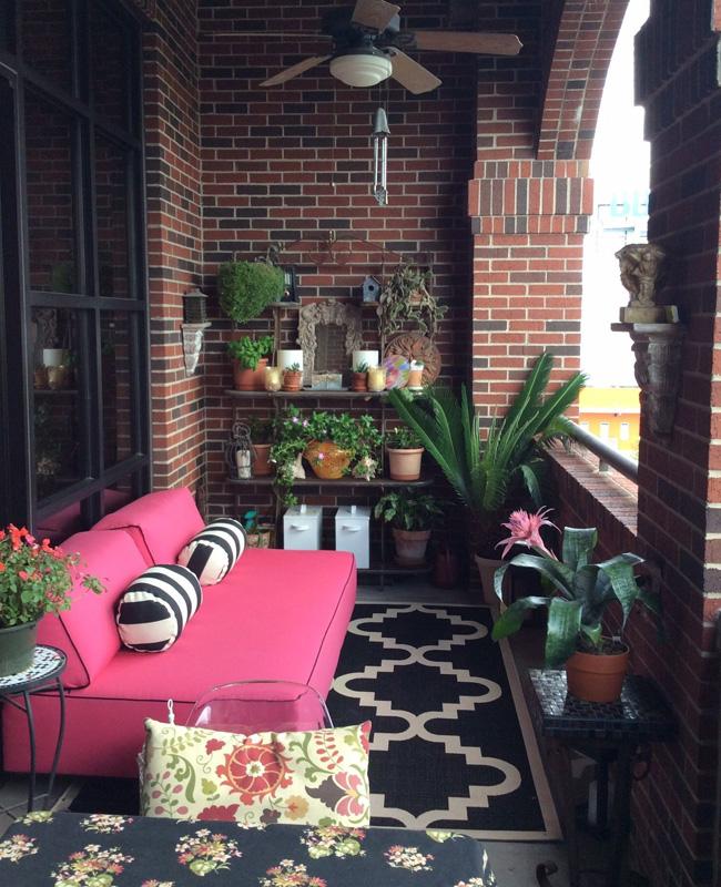 deco balcon rose canape moderne