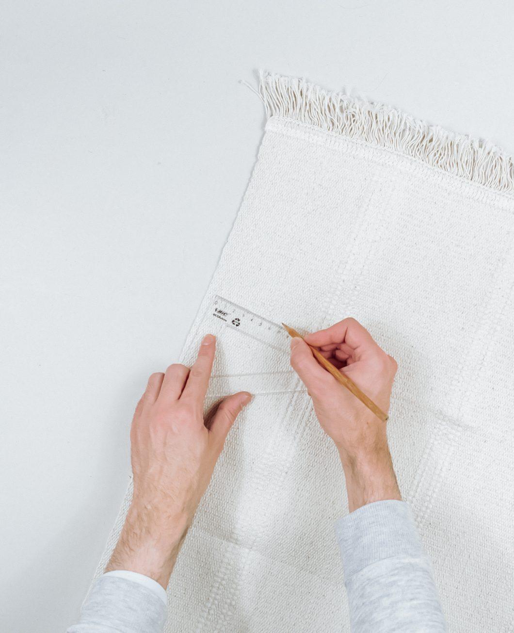 tapis deco murale boheme broderie Ikea Hack tuto dia etape 1