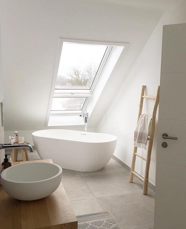 deco salle de bain sous pente baignoire nature