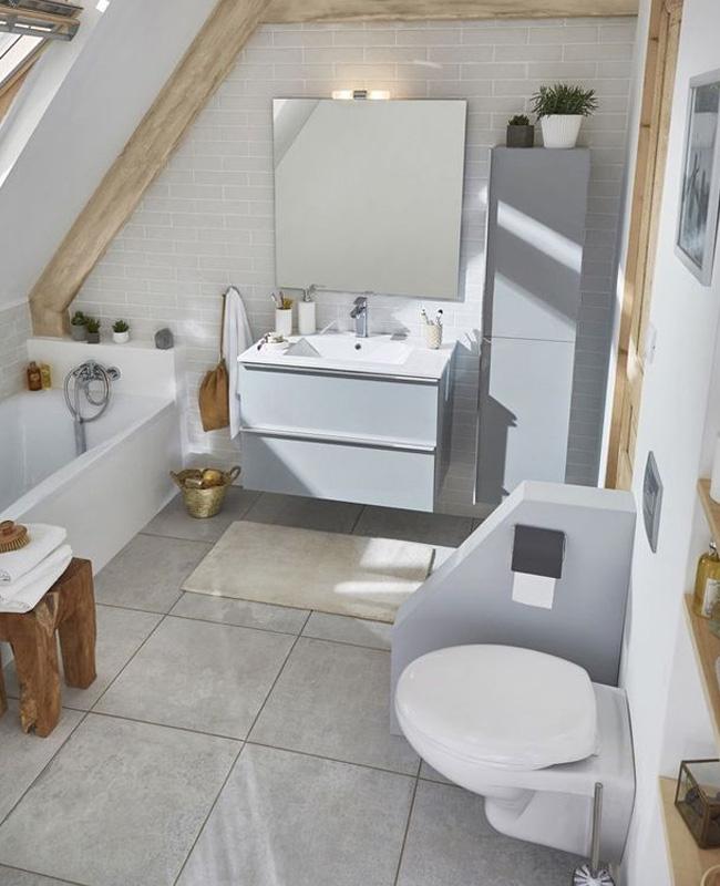 deco salle de bain sous pente baignoire gris