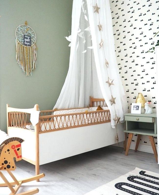 deco chambre bebe vert blanc bois