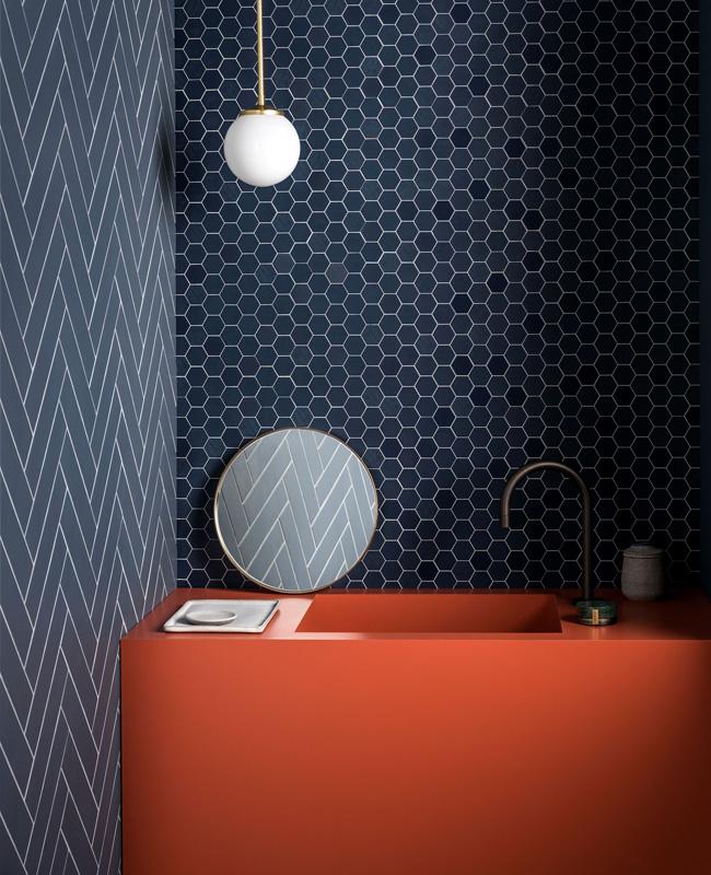deco salle de bain moderne bleu terracotta