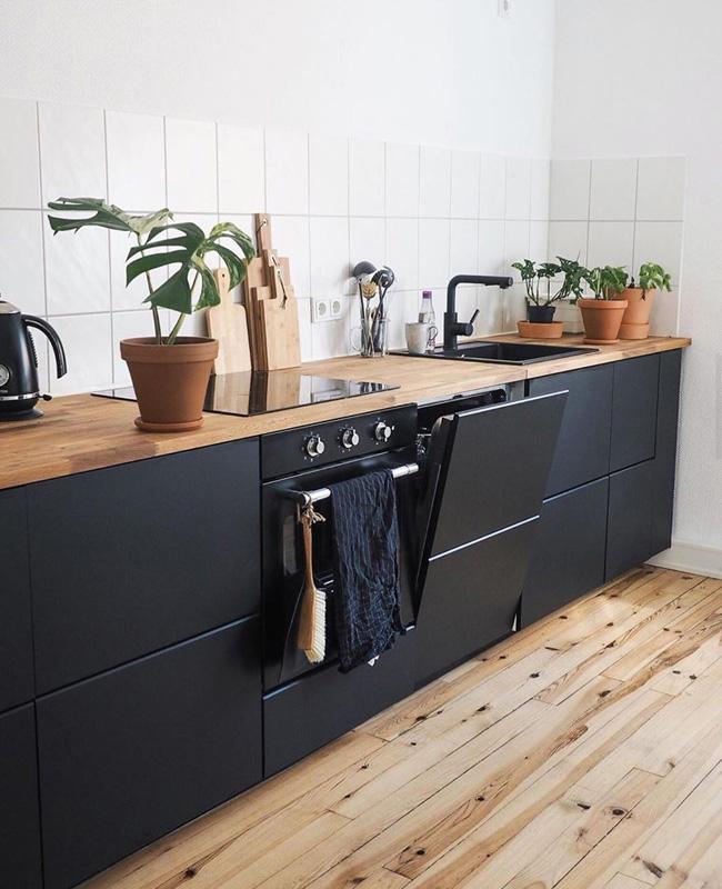 deco cuisine noir bois plantes