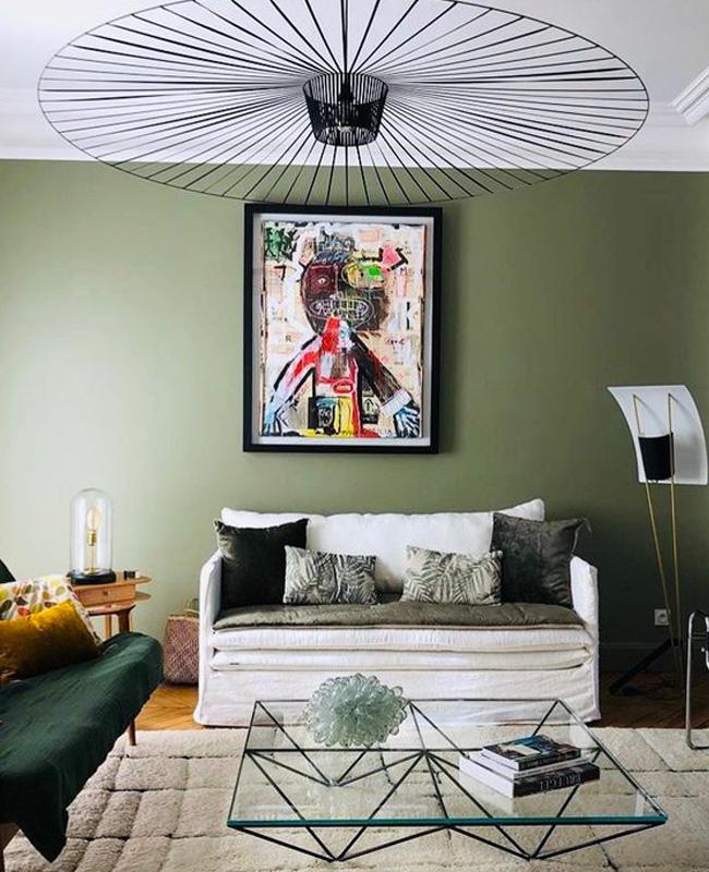 deco salon mur vert kaki canape blanc