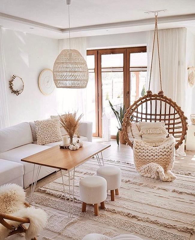 deco salon bois fauteuil suspendu