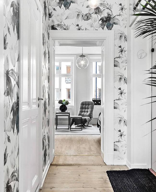 deco couloir papier peint floral