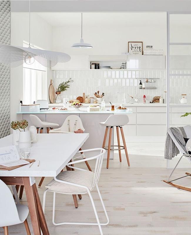 deco cuisine ouverte sur salon blanc bois