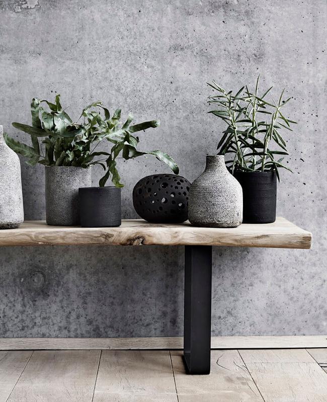 vase texture relief