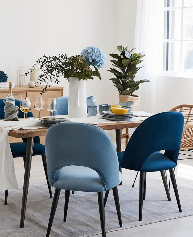 chaise velours bleu deco salle a manger