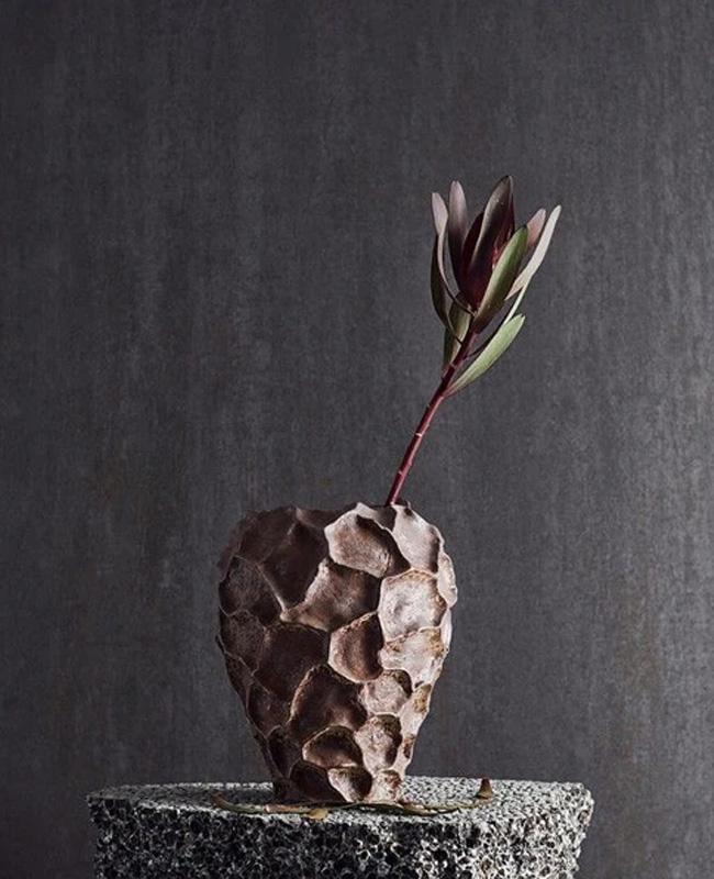 vase motif relief