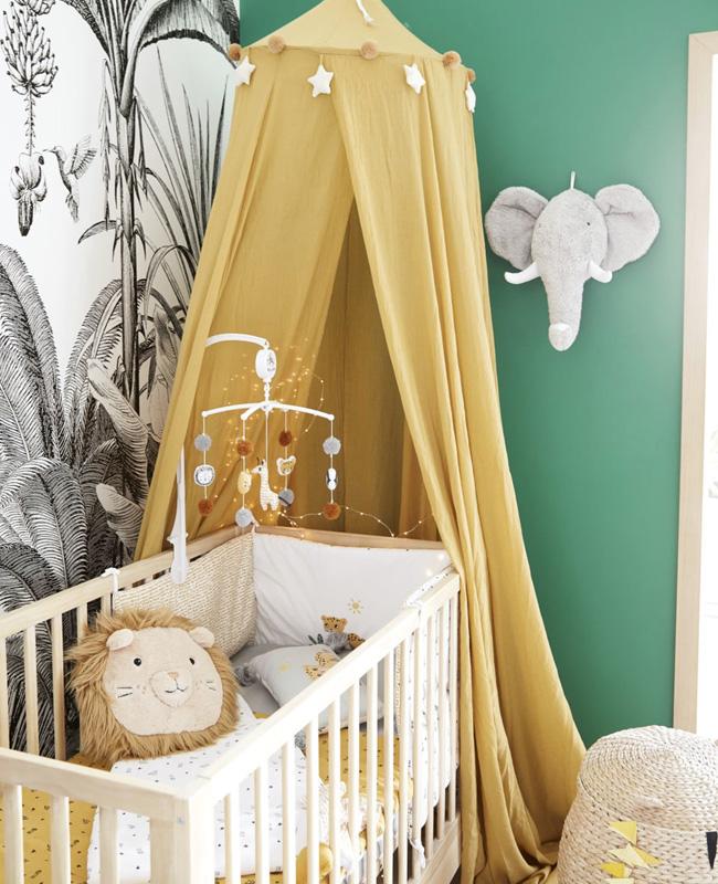 deco chambre bébé jaune ciel de lit