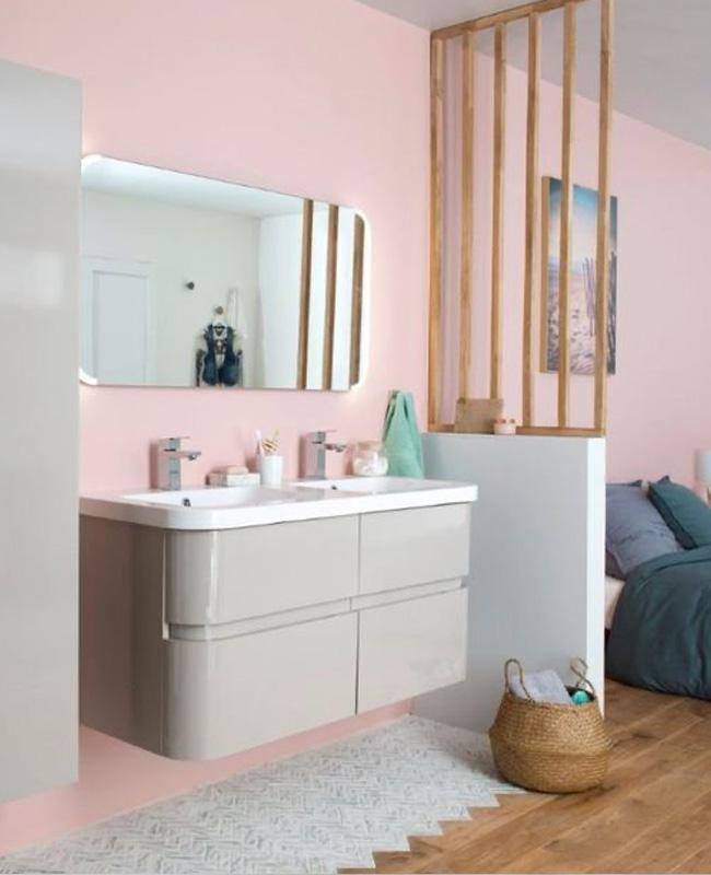 deco salle de bain ouverte chambre tasseaux bois claustra