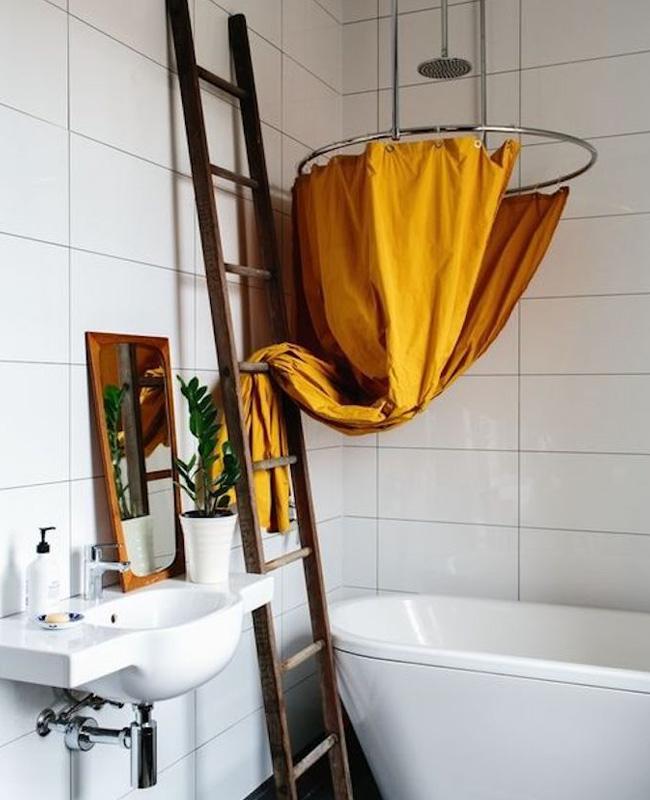 rideau de douche jaune moutarde deco salle de bain