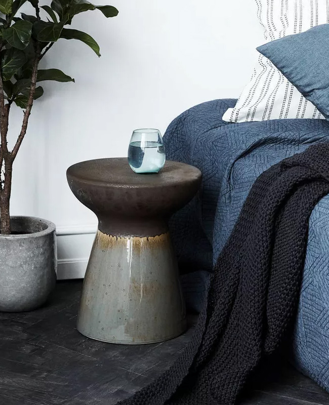 table appoint totem gris
