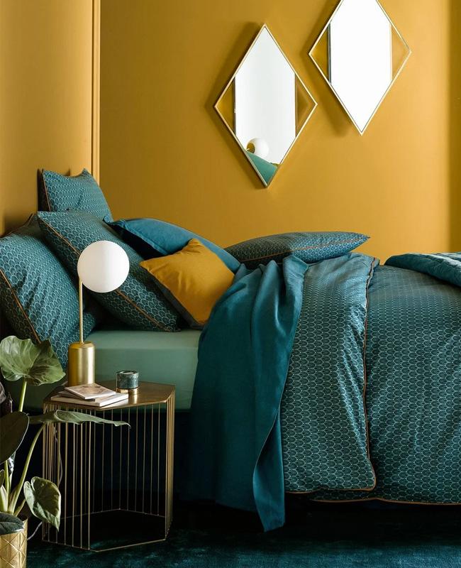 deco chambre moderne mur jaune moutarde