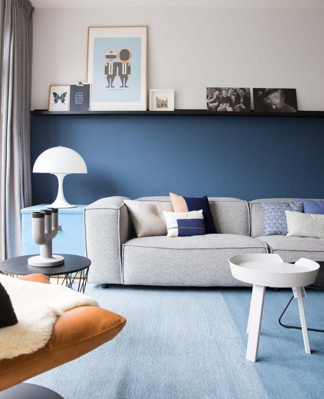 deco salon moderne bleu soubassement peinture