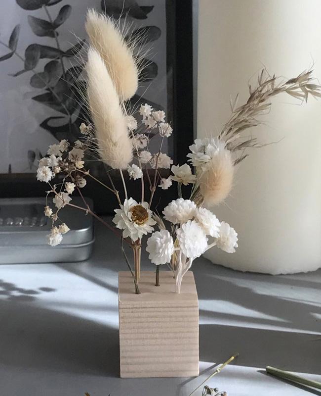 support fleurs sechees cube bois